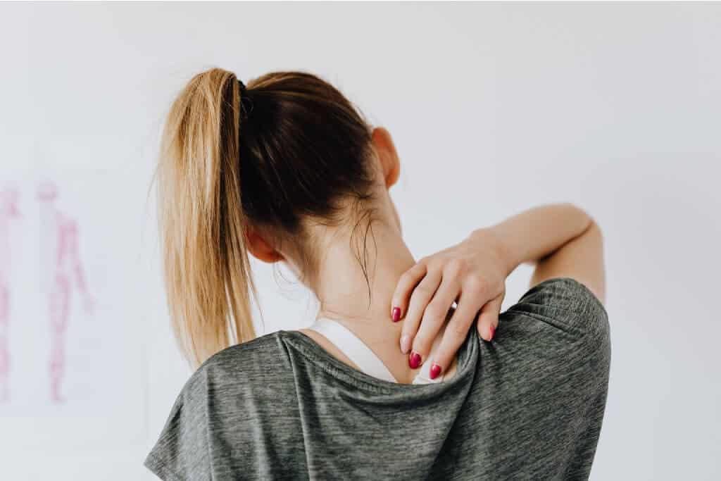 masaje cuello hombros
